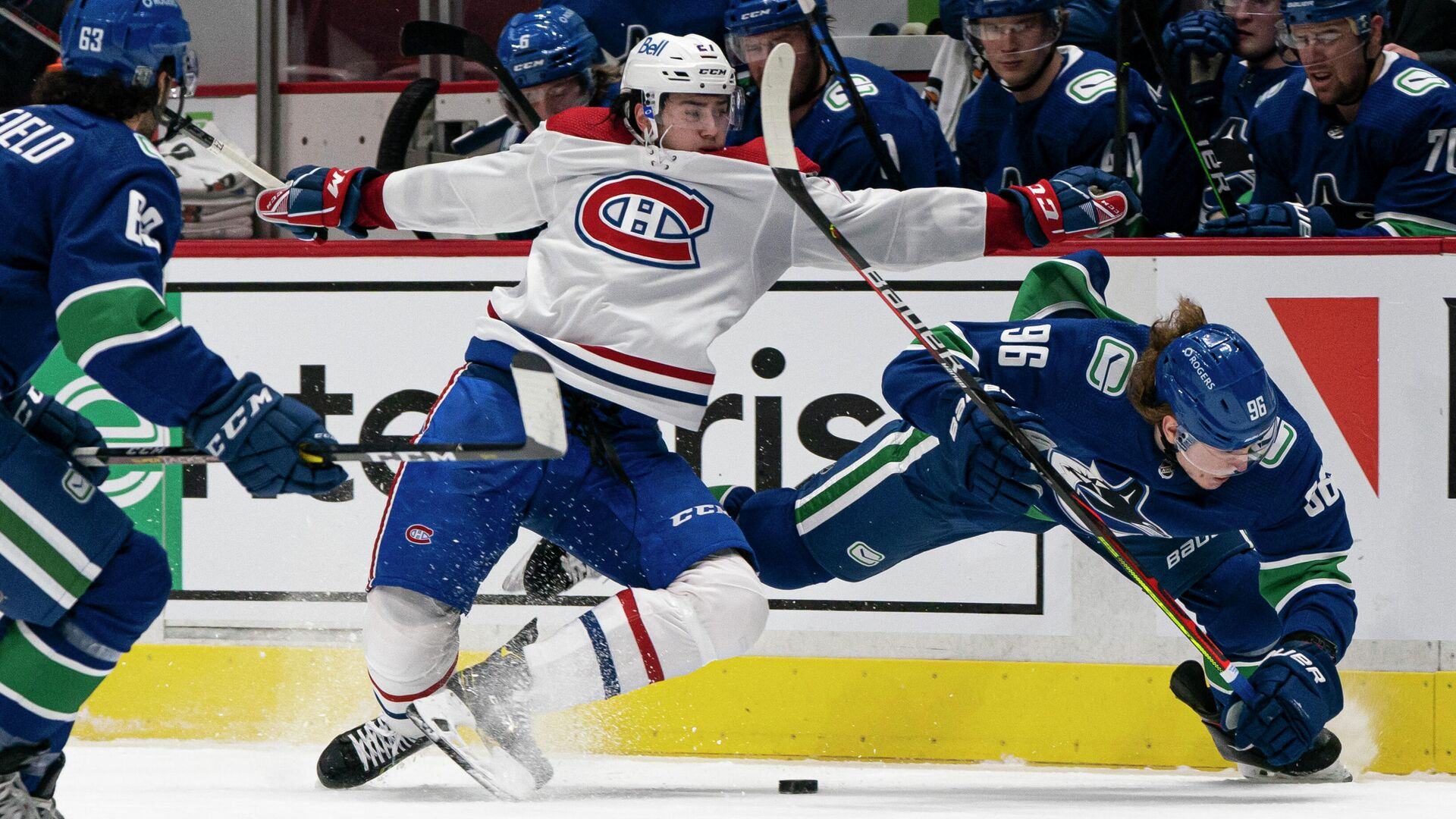 VANCOUVER, BC - JANUARY 20: Alexander Romanov #27 of the Montreal Canadiens and Adam Gaudette #96 of the Vancouver Canucks collide while battling for the loose puck during NHL hockey action at Rogers Arena on January 20, 2021 in Vancouver, Canada.   Rich Lam/Getty Images/AFP - РИА Новости, 1920, 21.01.2021
