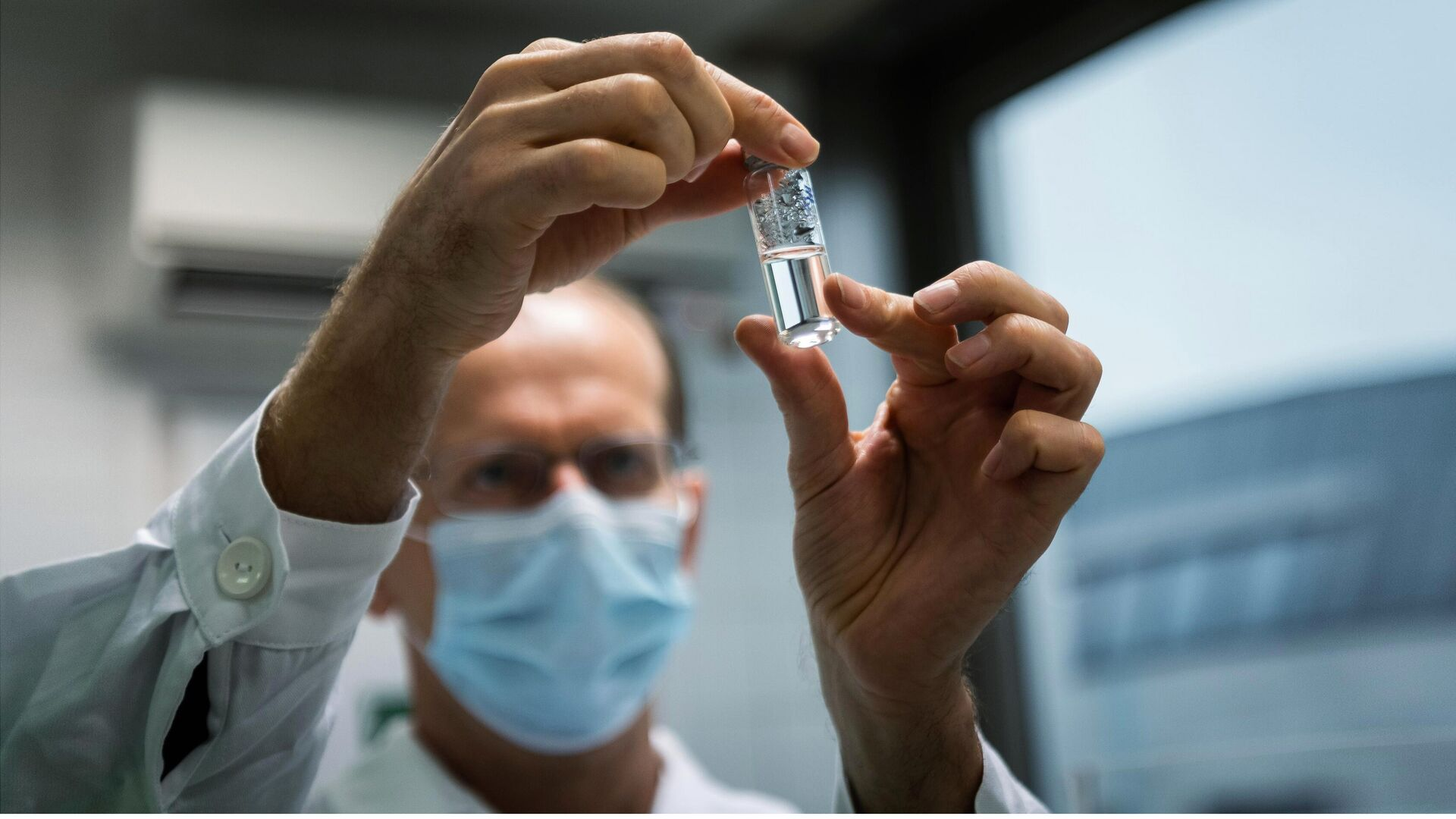 Российская вакцина Спутник V от коронавируса доставлена в Венгрию для клинических исследований - РИА Новости, 1920, 20.11.2020