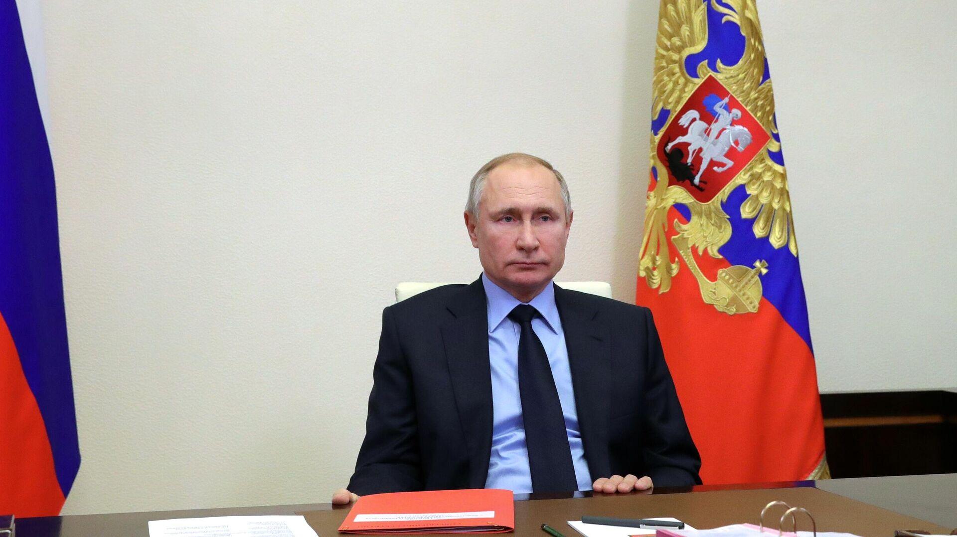 Президент РФ Владимир Путин проводит оперативное совещание с постоянными членами Совета безопасности РФ  - РИА Новости, 1920, 27.01.2021