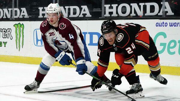 Игровой момент матча НХЛ между командами Колорадо Эвеланш и Анахайм Дакс