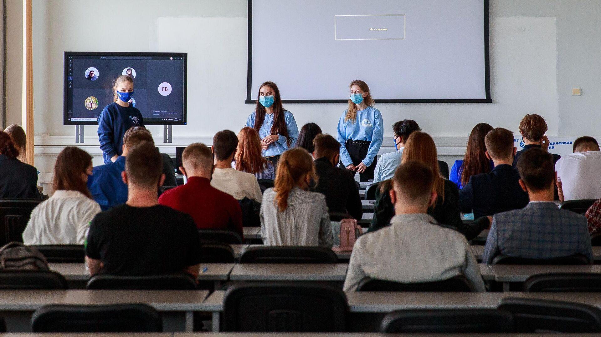 Студенты в аудитории Дальневосточного федерального университета во Владивостоке - РИА Новости, 1920, 19.04.2021