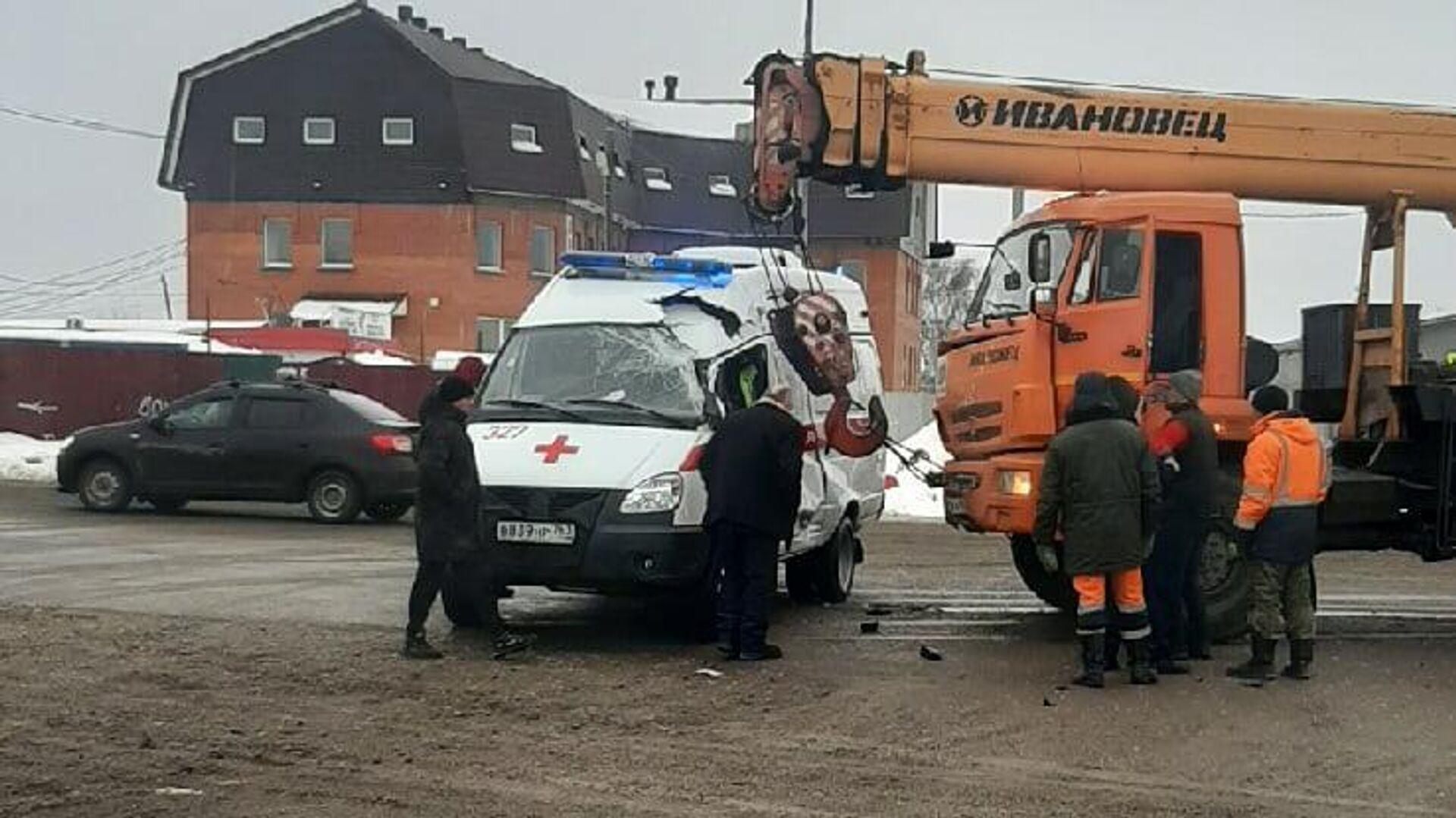 ДТП с участием автомобиля скорой помощи в Самаре - РИА Новости, 1920, 26.01.2021