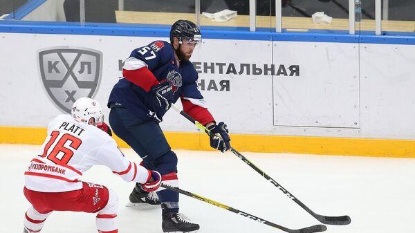 Хоккеист Торпедо Брэйди Остин (№57)