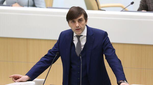 Министр просвещения РФ Сергей Кравцов выступает в рамках правительственного часа на заседании Совета Федерации РФ