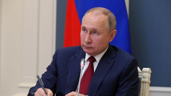 Президент РФ Владимир Путин принимает участие в сессии Давосская повестка дня 2021 Всемирного экономического форума