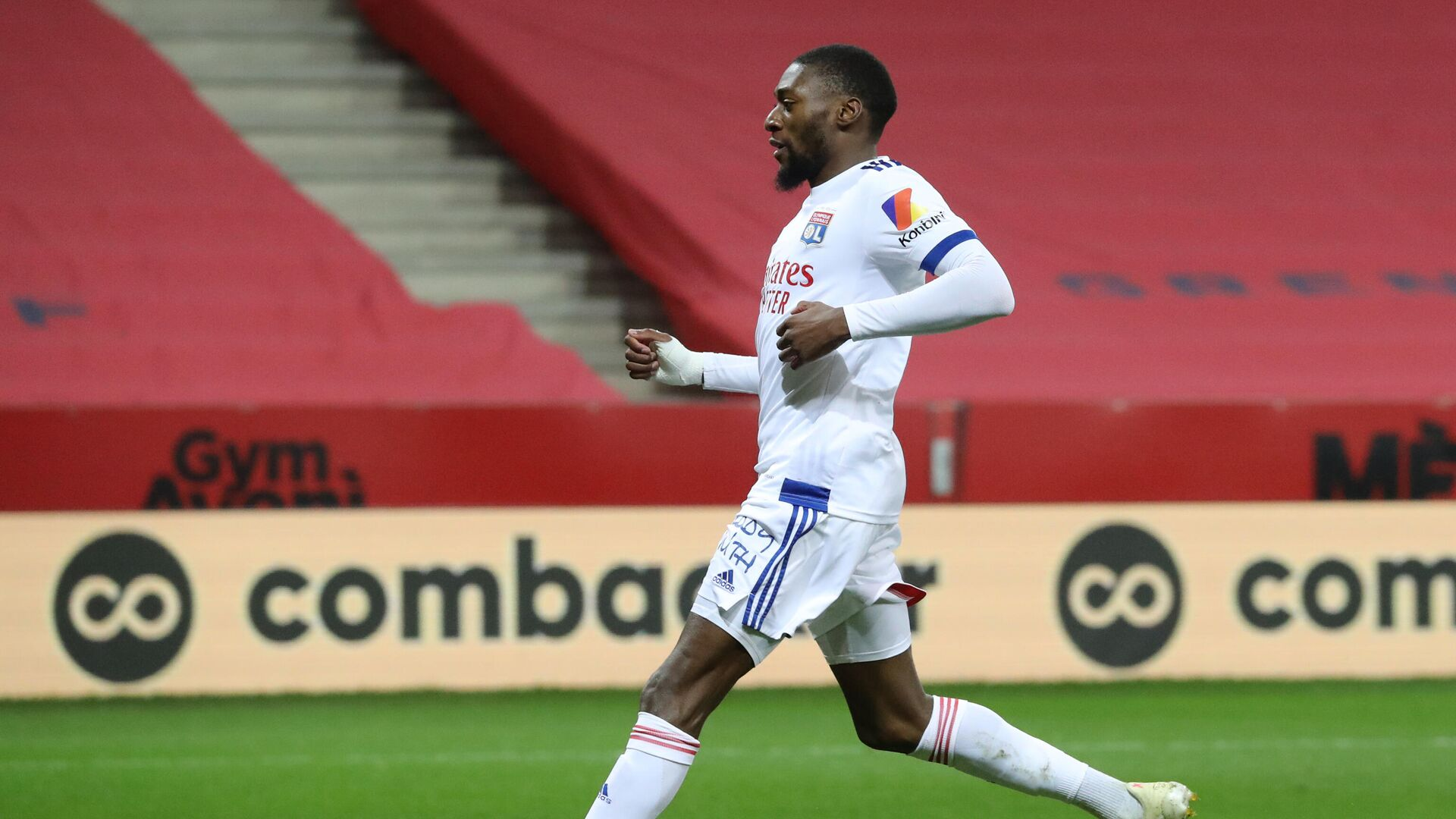 Lyon's Cameroonian forward Karl Toko Ekambi celebrates after scoring a goal during the French L1 football match between OGC Nice and Olympique Lyonnais at the Allianz Riviera stadium in Nice, on December 19, 2020. (Photo by Valery HACHE / AFP) - РИА Новости, 1920, 30.01.2021