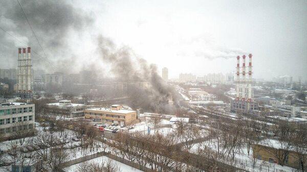 Вид с квадрокоптера на возгорание топливозаправщика на газовой подстанции в районе Южное Тушино