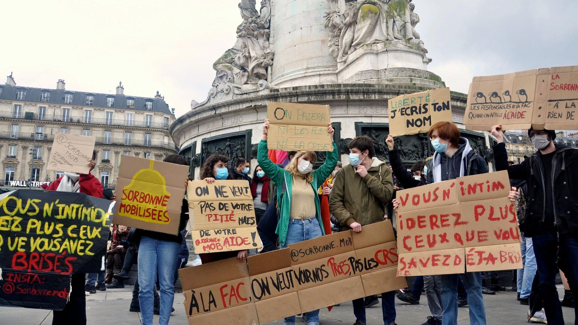 Участники акции протеста против законопроекта О глобальной безопасности на площади Республики в Париже - РИА Новости, 1920, 30.01.2021