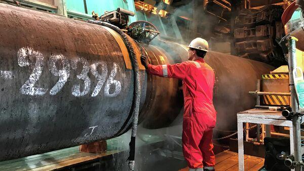 Подготовка трубы для строительства газопровода Nord Stream 2 в Балтийском море