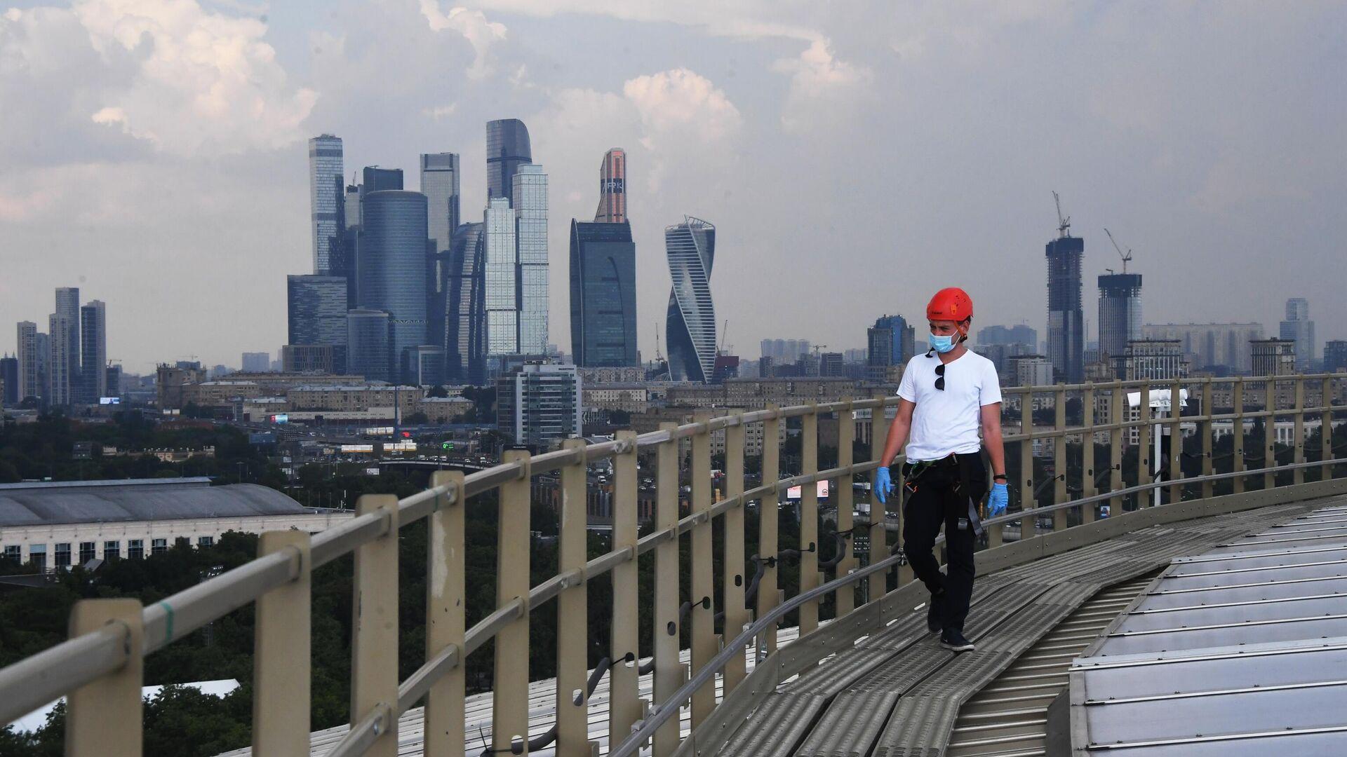 Человек на крыше - РИА Новости, 1920, 01.02.2021