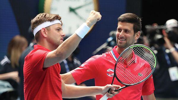Сербские теннисисты Филип Крайнович и Новак Джокович (слева направо)