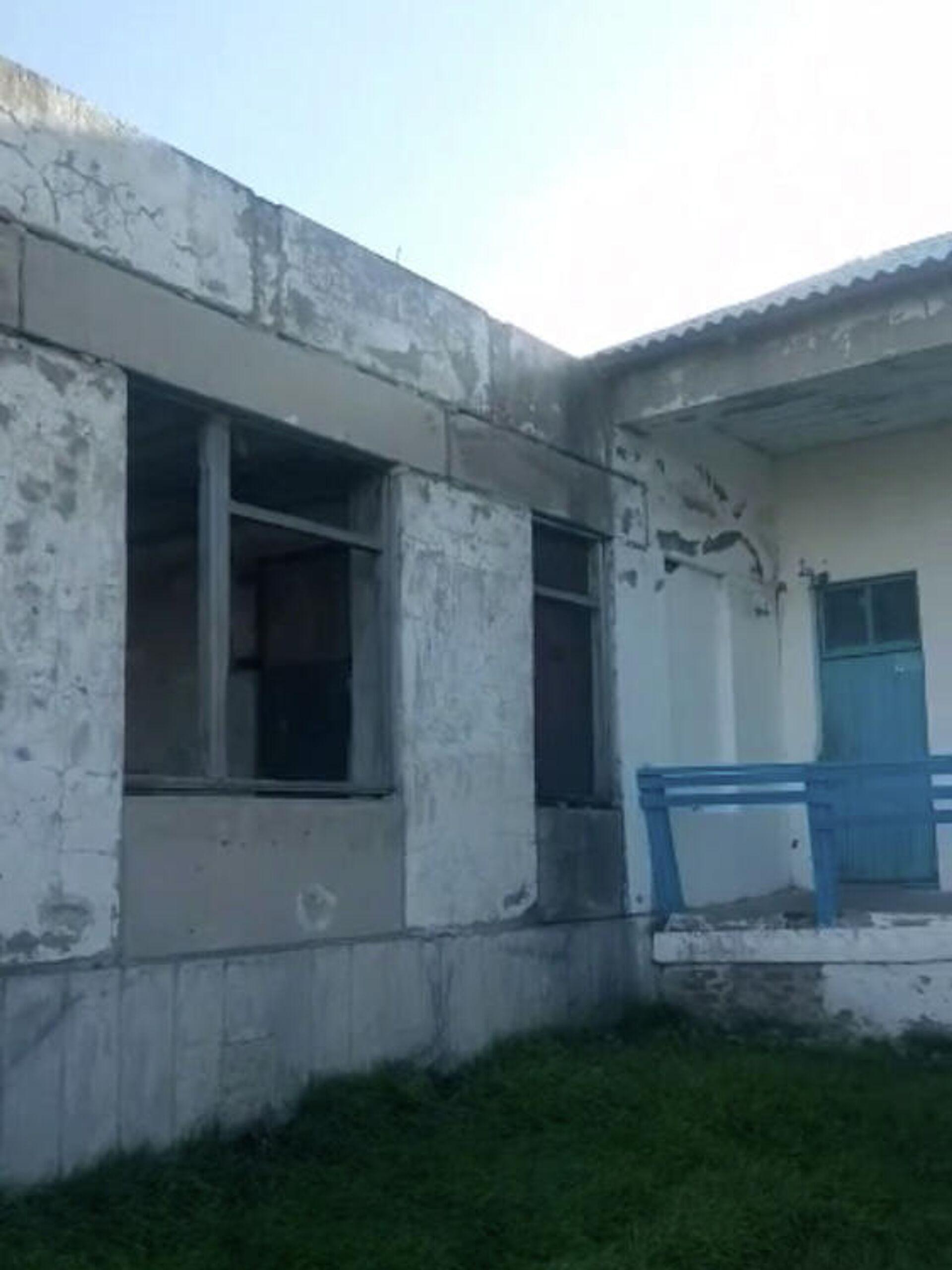 Соседнее крыло школы заброшено - РИА Новости, 1920, 05.02.2021