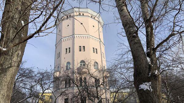 Вид на башню со двора