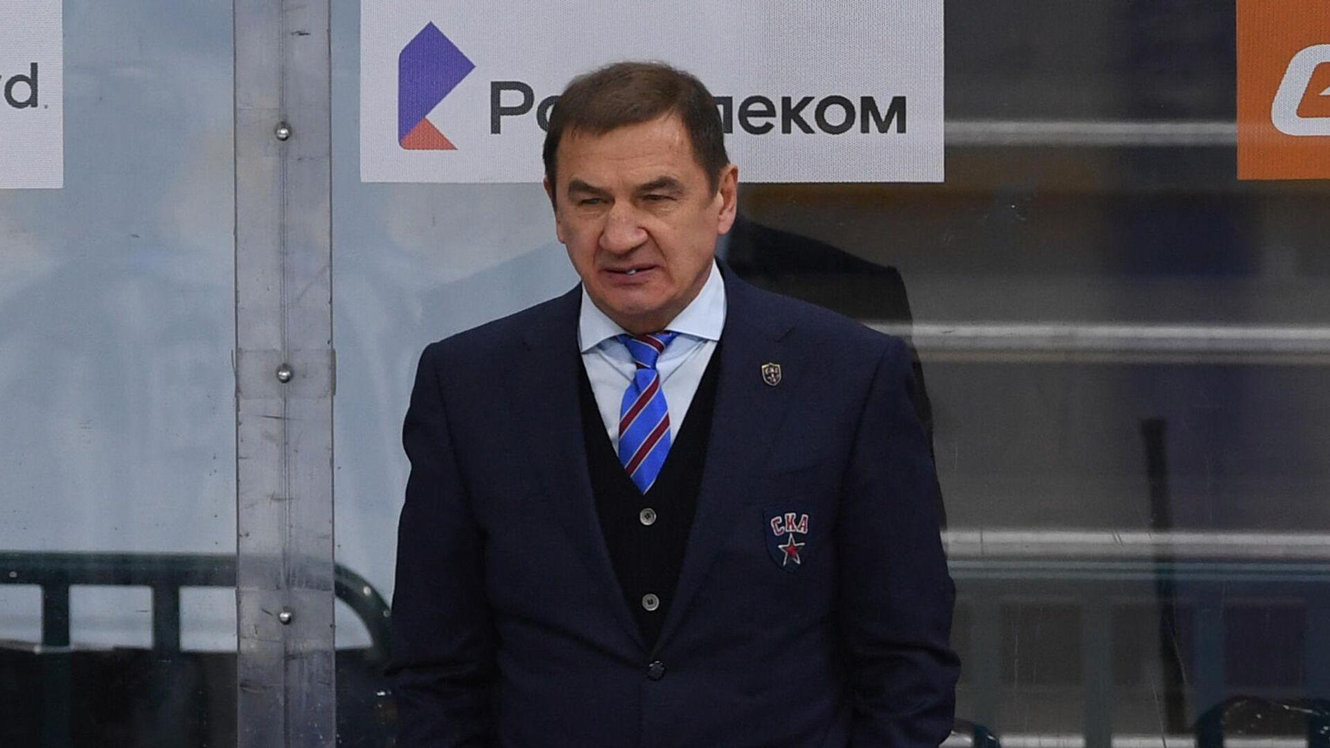 Главный тренер СКА Валерий Брагин и хоккеисты клуба - РИА Новости, 1920, 18.02.2021