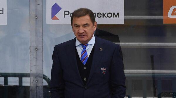 Главный тренер СКА Валерий Брагин и хоккеисты клуба