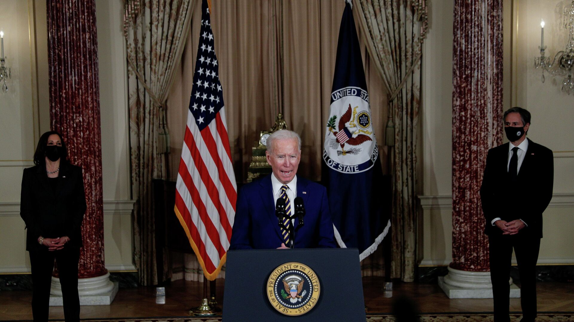 Президент США Джо Байден выступает с программной речью по вопросам внешней политики в Государственном департамент в Вашингтоне - РИА Новости, 1920, 17.02.2021