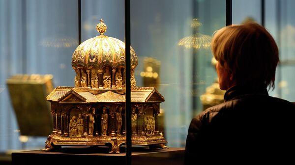 Экспонат выставки из сокровища Гвельфов в Музее декоративного искусства в Берлине