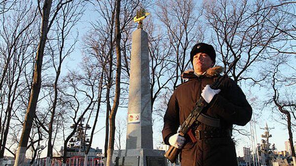 Открытие монумента, посвященного гибели офицеров командного состава Тихоокеанского флота в авиакатастрофе под Ленинградом