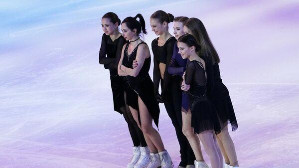 Камила Валиева, Елизавета Туктамышева, Александра Трусова, Дарья Усачева, Майя Хромых и Анна Щербакова (слева направо)