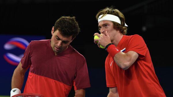 Российские теннисисты Евгений Донской и Аслан Карацев (справа налево)