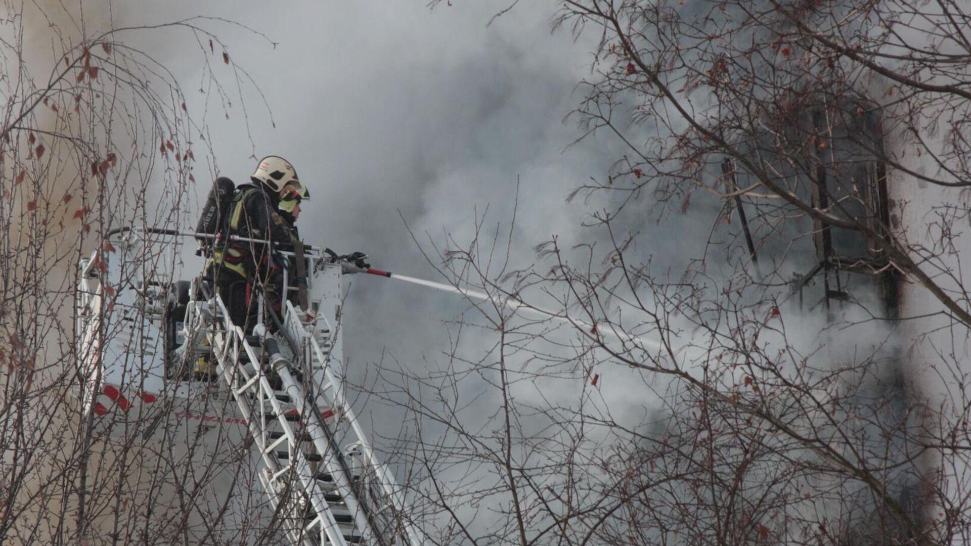 В МЧС рассказали о пожаре на складе в Барнауле
