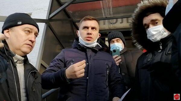 В Саратове депутат облдумы от КПРФ Николай Бондаренко вышел из полиции