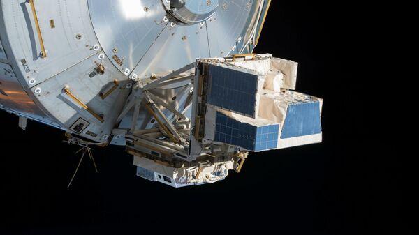 Приборы ASIM, закрепленные на внешней подвеске модуля МКС Коламбус