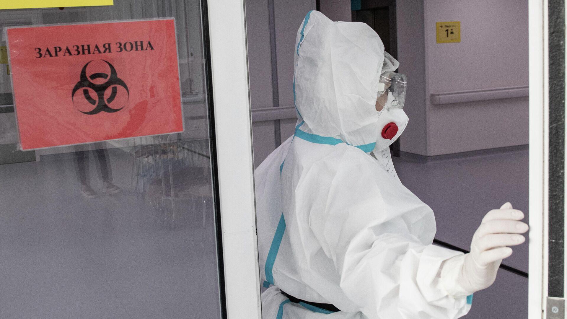 Врач городской клинической больницы №40 в Москве, где проходят лечение больные коронавирусной инфекцией  - РИА Новости, 1920, 14.06.2021