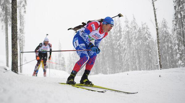 Эдуард Латыпов (Россия) на дистанции смешанной эстафеты на чемпионате мира по биатлону в словенской Поклюке.