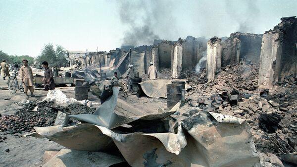 Разрушенные вооруженными отрядами оппозиции лавки афганских духанщиков. Республика Афганистан