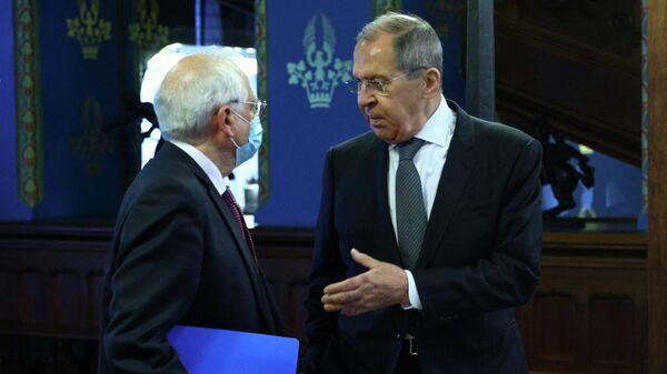 Министр иностранных дел РФ Сергей Лавров во время встречи с верховным представителем ЕС по внешней политике и политике безопасности Жозепом Боррелем