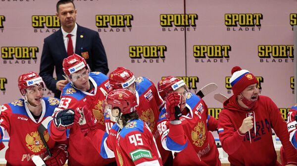 Хоккеист сборной России Данила Моисеев (по центру)