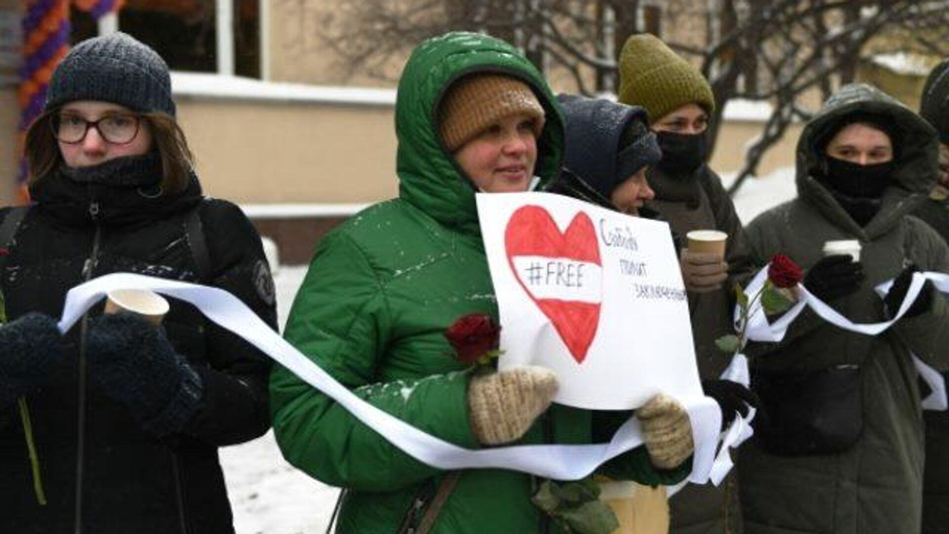 В Москве прошла акция в поддержку уехавшей из РФ Юлии Навальной - РИА Новости, 1920, 14.02.2021