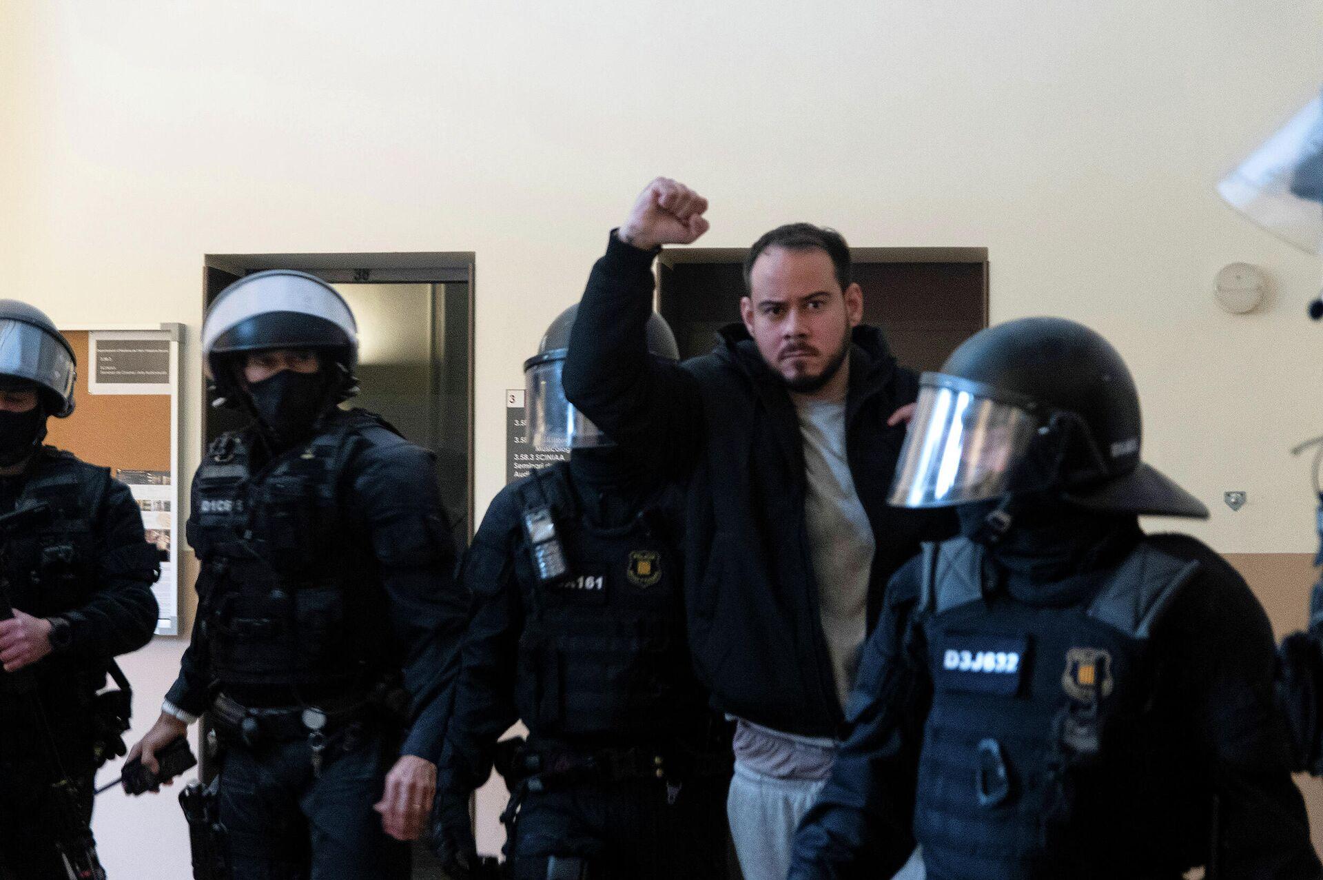 Песни в поддержку Донбасса. Из-за кого испанцы вышли на баррикады