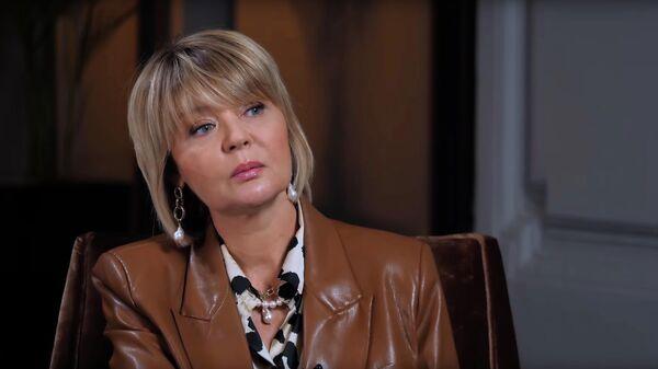 Скриншот видеоинтервью Надежды Стрелец с Юлией Меньшовой