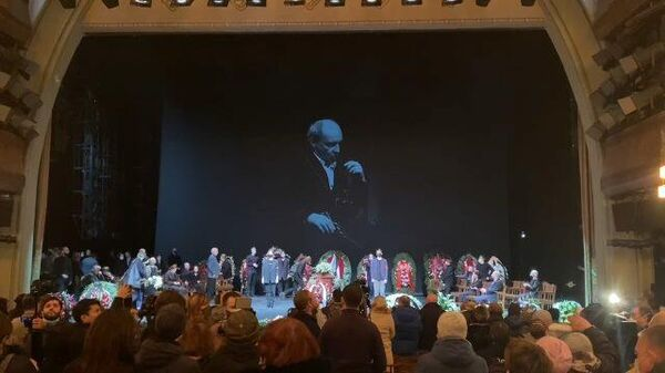 Аплодисменты для Мягкова: народного артиста проводили в последний путь