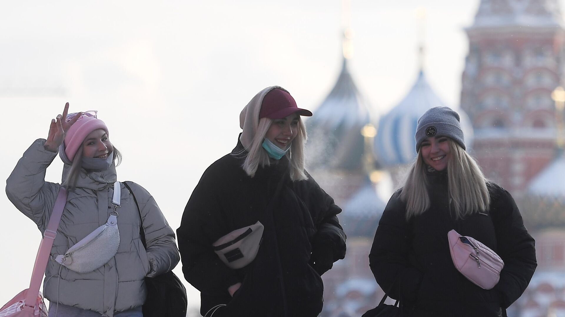 Девушки на Красной площади в Москве - РИА Новости, 1920, 05.03.2021