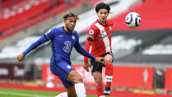 Southampton's Japanese midfielder Takumi Minamino (R) vies with Chelsea's English defender Reece James (L) during the English Premier League football match between Southampton and Chelsea at St Mary's Stadium in Southampton, southern England on February 20, 2021. (Photo by MICHAEL STEELE / POOL / AFP) / RESTRICTED TO EDITORIAL USE. No use with unauthorized audio, video, data, fixture lists, club/league logos or 'live' services. Online in-match use limited to 120 images. An additional 40 images may be used in extra time. No video emulation. Social media in-match use limited to 120 images. An additional 40 images may be used in extra time. No use in betting publications, games or single club/league/player publications. /
