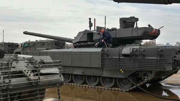Военная техника, которую доставили в Москву с полигона Алабино для участия в параде Победы