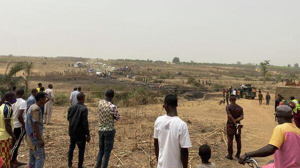 На месте падения военного самолета в Абудже, Нигерия