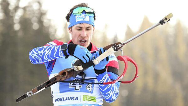 Эдуард Латыпов (Россия) на огневом рубеже эстафеты среди мужчин на чемпионате мира по биатлону в словенской Поклюке.