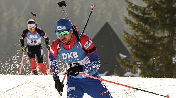 Александр Логинов (Россия) на дистанции масс-старта среди мужчин на чемпионате мира по биатлону 2021 в словенской Поклюке.