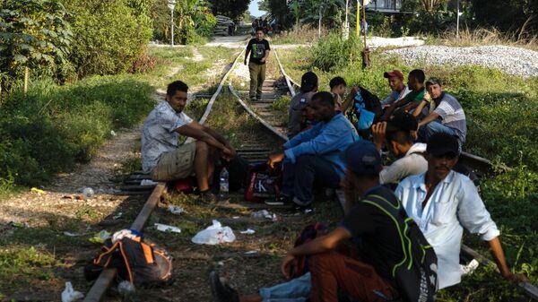 Трамп обвинил Байдена в кризисе с нелегальной миграцией