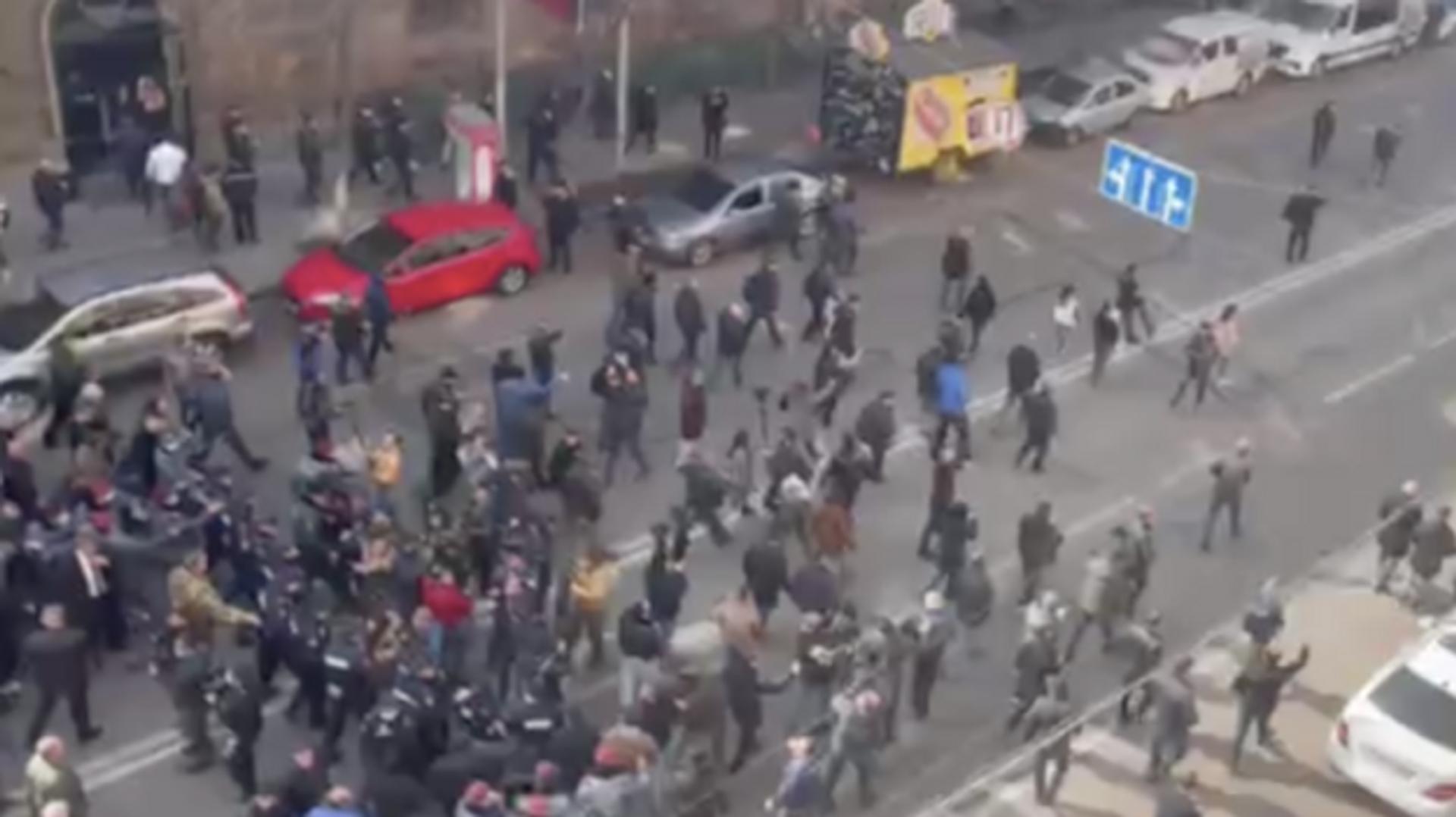 Пашинян ведет своих сторонников по улицам Еревана - РИА Новости, 1920, 25.02.2021