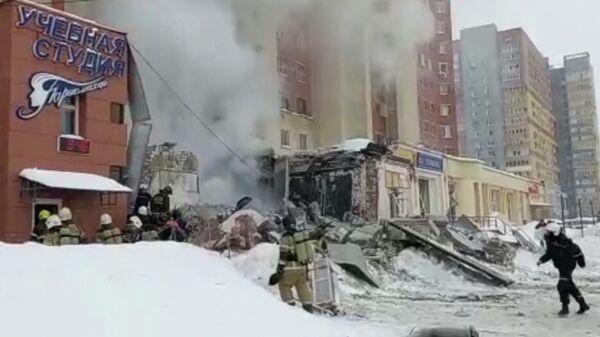 Место взрыва в жилом доме на Мещерском бульваре в Нижнем Новгороде. Кадр видео
