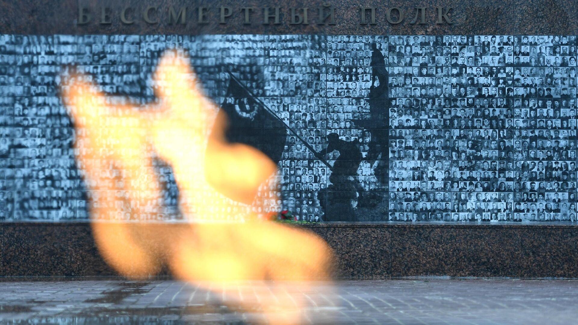 Вечный огонь в сквере памяти героев в Смоленске - РИА Новости, 1920, 08.05.2021