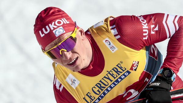 Александр Большунов (Россия), завоевавший третье место в командном спринте с Глебом Ретивых на соревнованиях по лыжным гонкам среди мужчин на чемпионате мира-2021 по лыжным видам спорта в немецком Оберстдорфе.