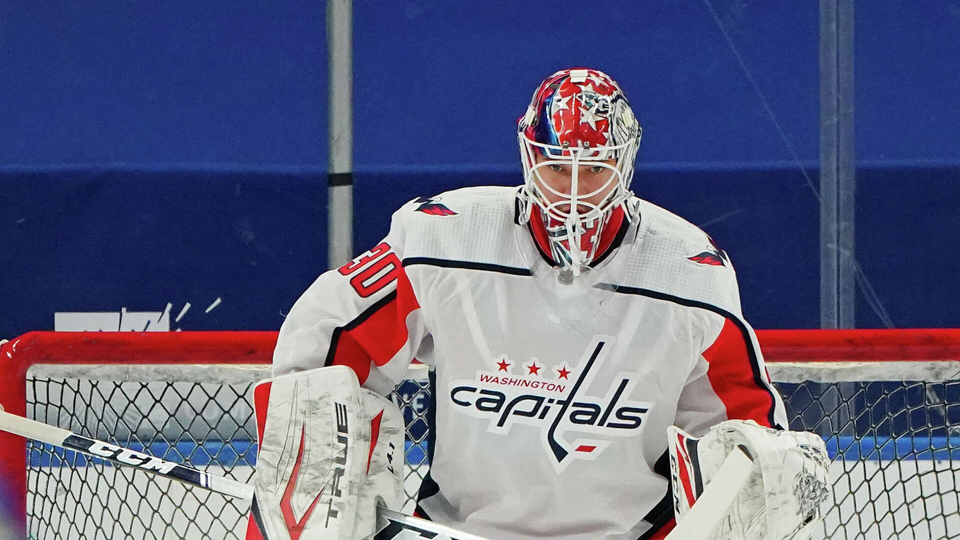 BUFFALO, NY - JANUARY 14: Ilya Samsonov #30 of the Washington Capitals before the game against the Buffalo Sabres at KeyBank Center on January 14 , 2021 in Buffalo, New York.   Kevin Hoffman/Getty Images/AFP (Photo by Kevin Hoffman / GETTY IMAGES NORTH AMERICA / Getty Images via AFP) - РИА Новости, 1920, 28.02.2021
