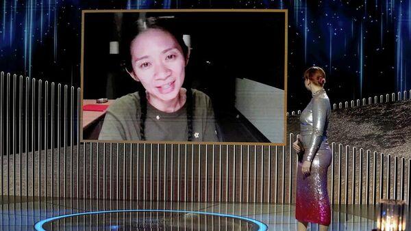 Хлои Чжао на церемонии вручения премии Золотой глобус - 2021