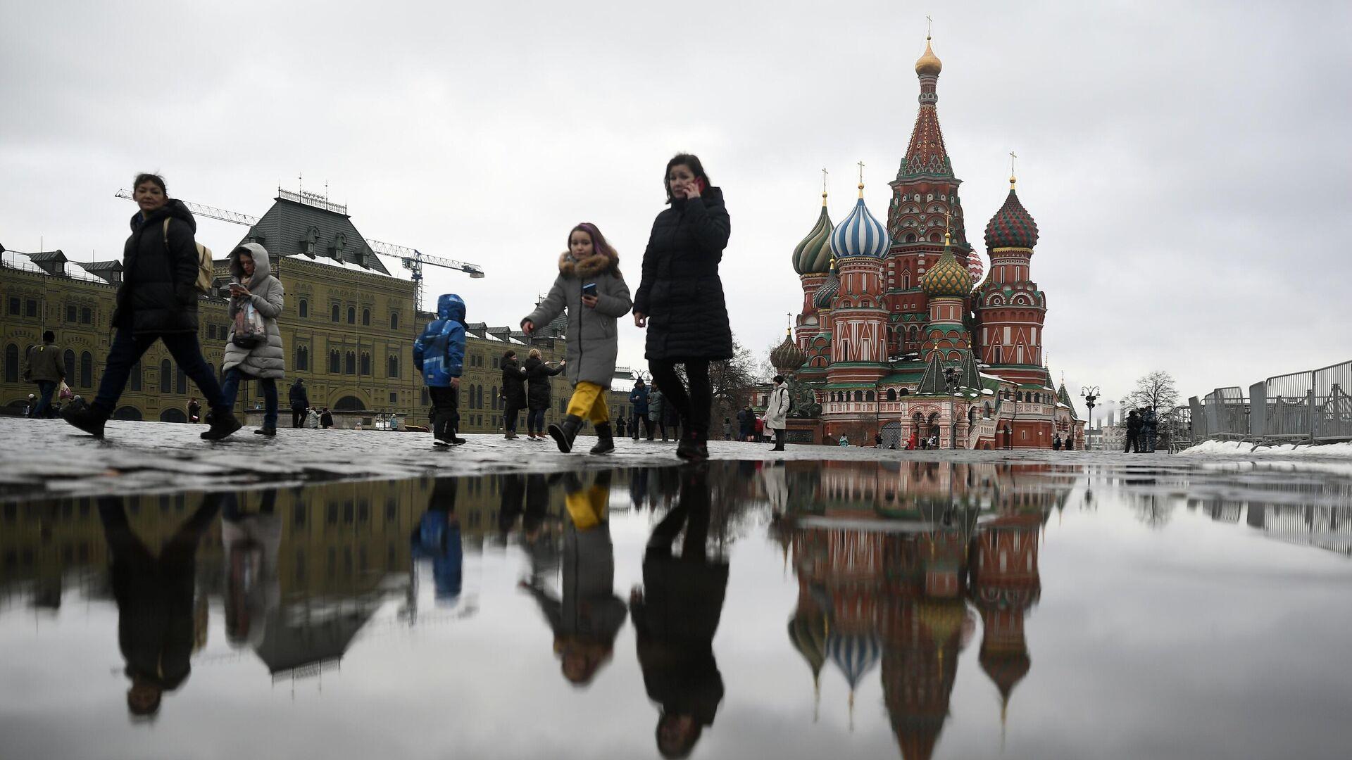 Прохожие на Красной площади в Москве - РИА Новости, 1920, 03.03.2021